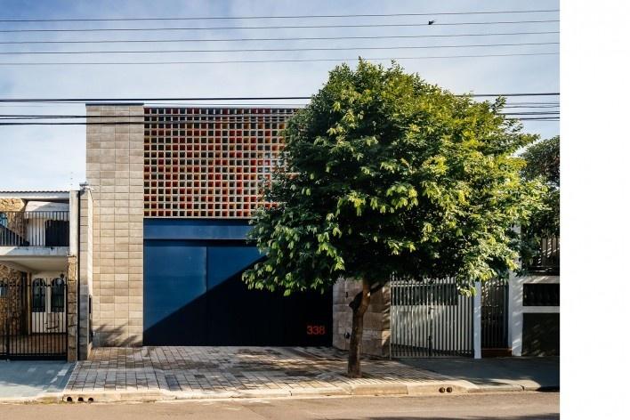 Casa-ateliê da Vila Charlote, vista frontal, Presidente Prudente SP, arquiteta Cristiana Pasquini<br />Foto Pedro Kok