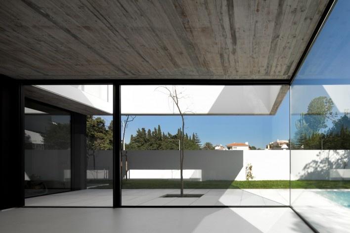 Casa no Juso. Projeto ARX Portugal + Stefano Riva, 2011<br />Foto Fernando e Sérgio Guerra