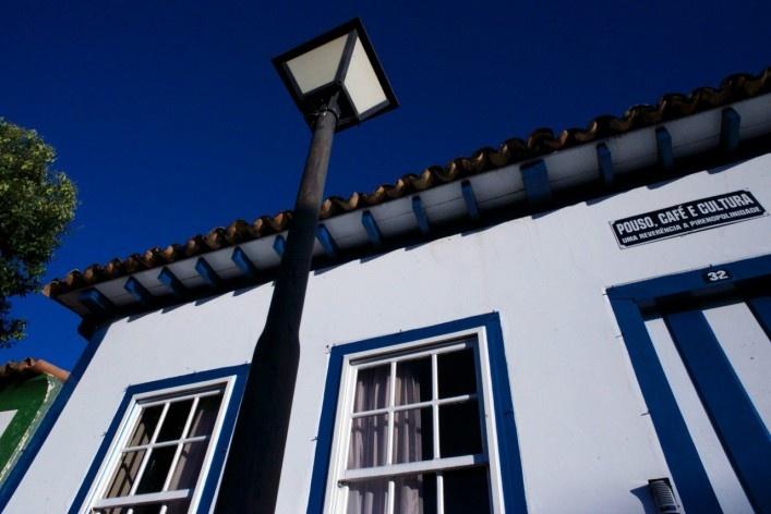 Aspecto do conjunto urbano edificado, iluminação pública e publicidade<br />Foto Fabio Lima