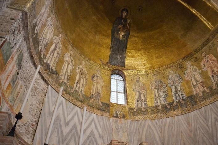 Afrescos e mosaicos na cúpula da Basílica<br />Foto/photo Fabio Lima