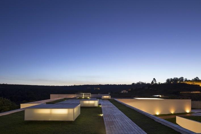 Casa Torreão, vista noturna da cobertura, Brasília DF, arquitetos Daniel Mangabeira, Henrique Coutinho e Matheus Seco<br />Foto Haruo Mikami