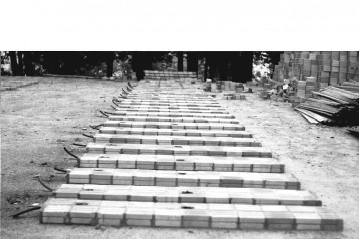 Sequência de obra: produção de painéis no canteiro [Acervo Joan Villà]