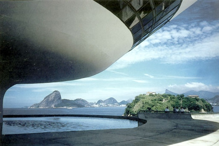 Museu de Arte Contemporânea – MAC, Niteroi. Arquiteto Oscar Niemeyer<br />Foto Paul Meurs