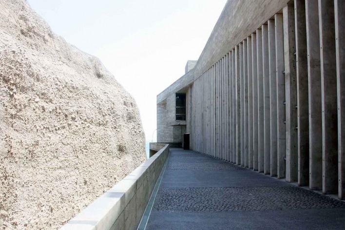 Lugar de la Memória, la Tolerância y la Inclusión Social, vista do acesso ao museu voltado a encosta, Lima, Perú. Arquitetos Barclay & Crousse<br />Foto Bruno Carvalho, abr. 2017