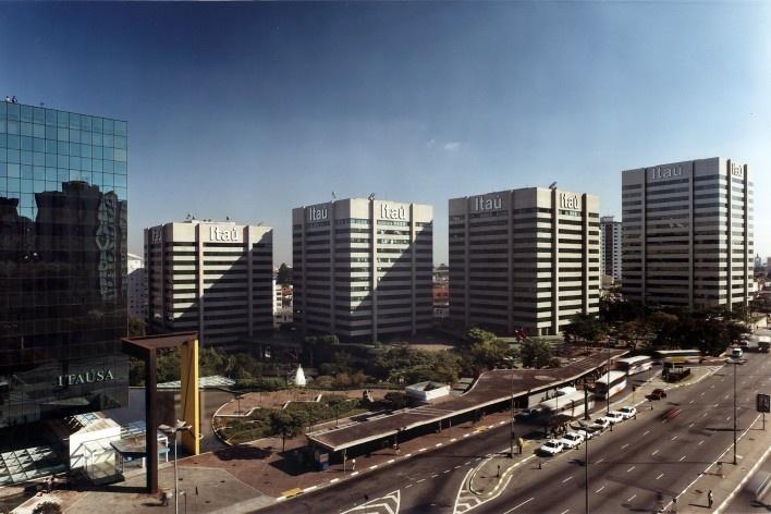 Centro Empresarial Itaú, vista geral do conjunto, metrô Conceição. Itauplan e Aflalo & Gasperini<br />Foto Nelson Kon