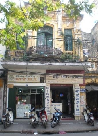 Hanói, edificações na Av. Dinh Tien Hoang <br />Foto LMBO