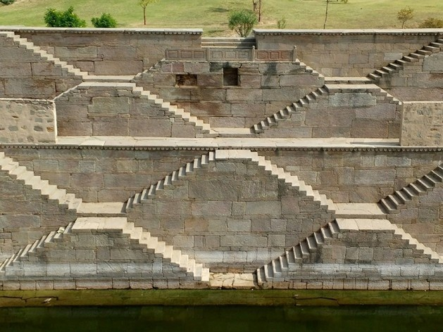 Cisterna Hadi Rani em Toda Rai Singh (zig zag)<br />Foto Carlos M Teixeira