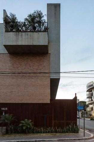 Estúdios Ouro Preto, Sete Lagoas MG Brasil, 2016. Arquitetos Carlos Alberto Maciel e Ulisses Mikhail Jardim Itokawa / Arquitetos Associados<br />Foto Leonardo Finotti