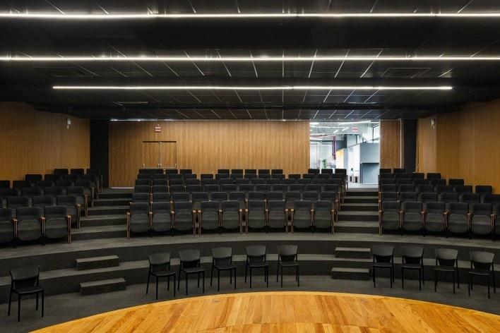 Ágora Tech Park, Joinville SC Brasil, 2019. Arquitetos Marcus Vinicius Damon, Guilherme Bravin e Andressa Diniz / Estúdio Módulo<br />Foto Nelson Kon