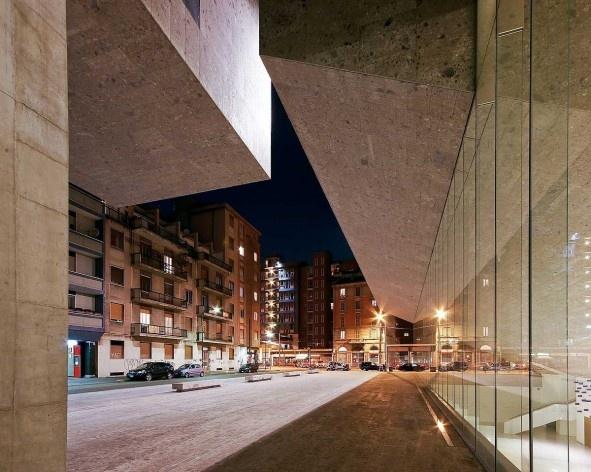A nova Bocconi, Milão, Grafton Architects, projeto de 1999-2000, inauguração em 2008. Vista a partir da via Roentgen<br />Foto Lucas Corato