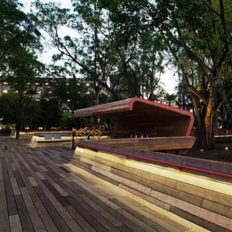 Praça Victor Civita - Museu Aberto da Sustentabilidade, vista interna da praça, São Paulo. Levisky Arquitetos Associados, 2008<br />Foto Nelson Kon