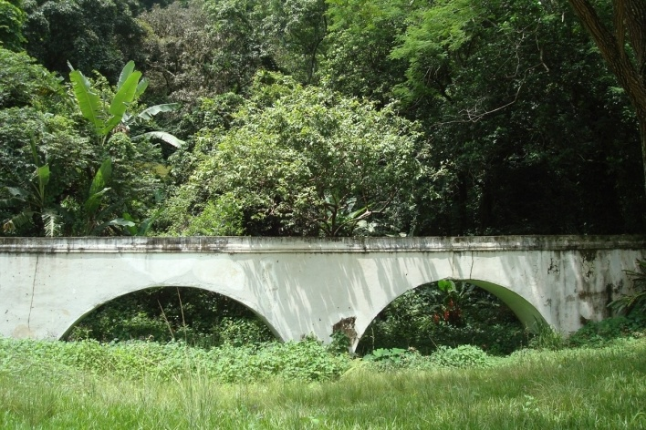Aqueduto da Levada / Busto de D. João VI