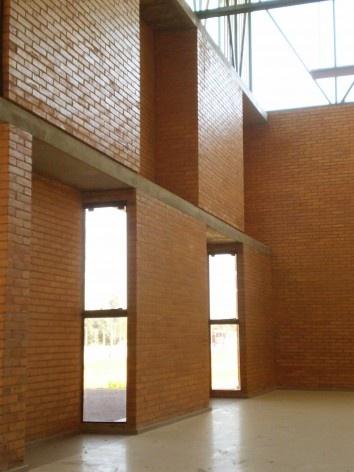 Cootrapar – cooperativa de trabajadores de aceros del paraguay. Interior salón de eventos. Arq. Luis Alberto Elgue y Arq. Cynthia Solis Patri. Villa Hayes, Paraguay. 2007 – 2008.