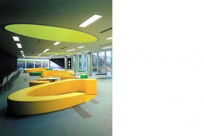 Escola de Administração, sala de estudos com móveis especialmente projetados, Josai International University, Saitama-ken, Japão, 2003-2006, Studio Sumo<br />Foto Kudoh Ltd.  [Studio Sumo]