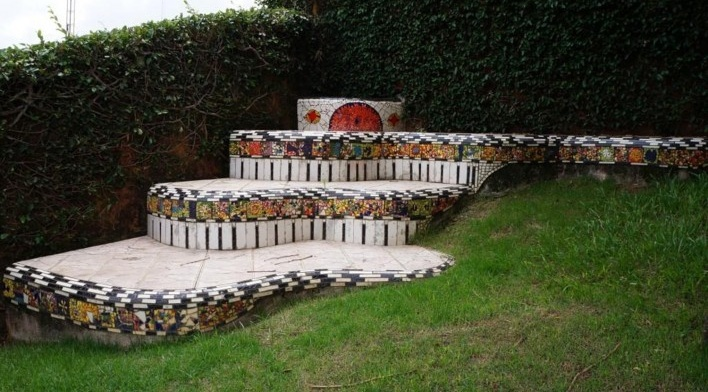 Escultura de mosaicos na Casa da Cultura Miguel Reale<br />Foto Bianca Siqueira Martins Domingos