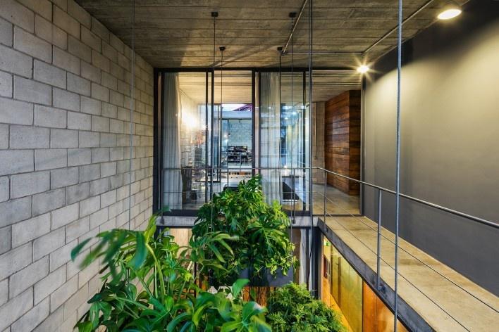 Casa Mipibu, São Paulo SP Brasil, 2015. Arquitetos Danilo Terra, Pedro Tuma e Fernanda Sakano / Terra e Tuma Arquitetos Associados<br />Foto Nelson Kon