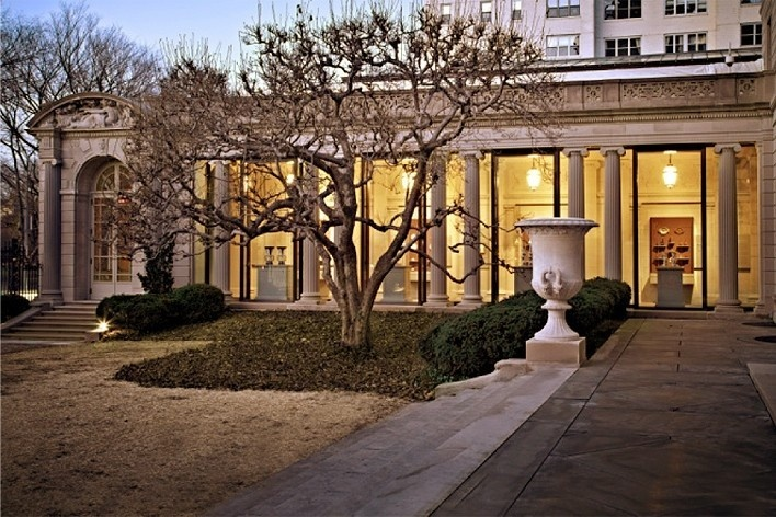 Exterior view of the new Portico Gallery for Decorative Arts and Sculpture, The Frick Collection, New York<br />Photo Michael Bodycomb