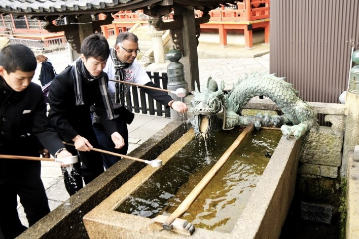Templo Kiyomizudera, tanque para lavar as mãos, Kyoto<br />Foto Roberto Abramovich