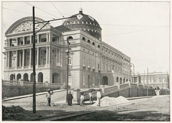 Teatro Amazonas, Manaus <br />Foto Felipe Augusto Fidanza  [<i>Álbum do Amazonas 1901-1902</i>]