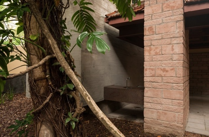 Casa Lutzenberger, churrasqueira. Reforma Kiefer arquitetos