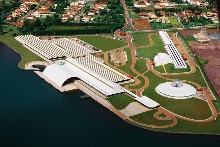 """Sarah Brasília Lago Norte, vista aérea, Brasília DF<br />Foto divulgação  [LIMA, João Filgueiras (Lelé). """"Arquitetura - uma experiência na área da saúde""""]"""