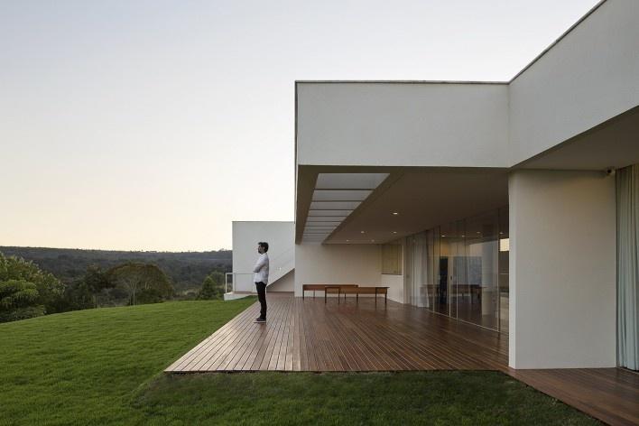 Casa Torreão, varanda sul, Brasília DF, arquitetos Daniel Mangabeira, Henrique Coutinho e Matheus Seco<br />Foto Haruo Mikami