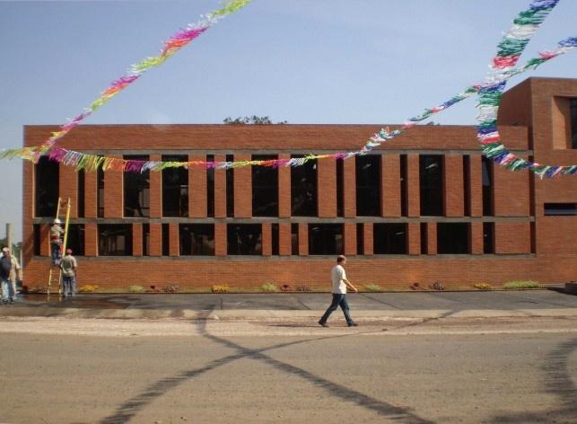 Cootrapar – cooperativa de trabajadores de aceros del paraguay. Exterior, diafragma cerâmico. Arq. Luis Alberto Elgue y Arq. Cynthia Solis Patri. Villa Hayes, Paraguay. 2007 – 2008.
