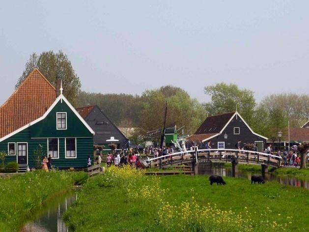 A propriedade e os armazéns em Schipperplein, entrada turística principal de Zaanse Schans<br />Foto divulgação  [SteenhuisMeurs BV]
