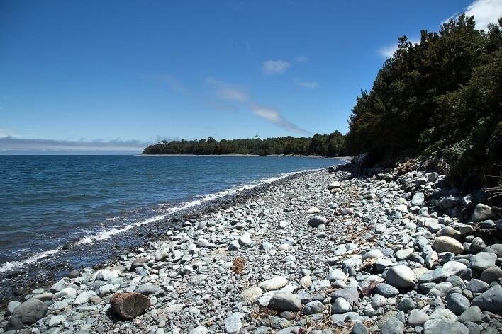 Praia em Chaitén, Golfo Corcovado, Oceano Pacífico<br />Foto Diana Souza