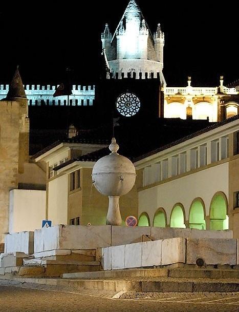 Porta do Moura e Catedral da Sé<br />Foto Junancy Wanderley