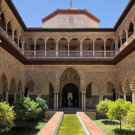 Pátio de las Muñecas no Palácio del Rey Don Pedro, 1364, no complexo palaciano do Alcázer de Sevilha<br />Foto José Lira