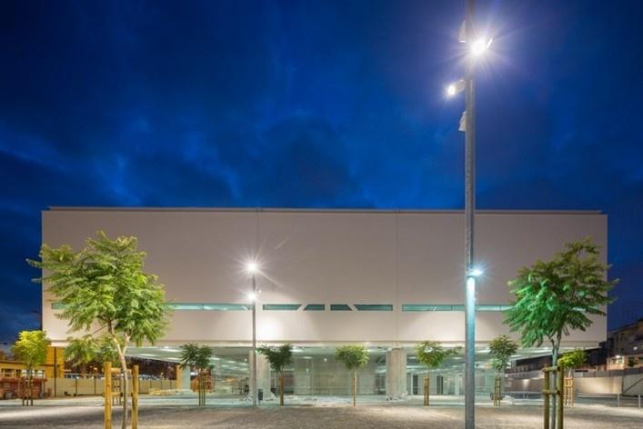 Museu Nacional dos Coches, vista lateral do pavilhão principal, Lisboa. Arquiteto Paulo Mendes da Rocha, MMBB arquitetos e Bak Gordon arquitetos<br />Foto Fernando Guerra  [FG+SG Architectural Photography]