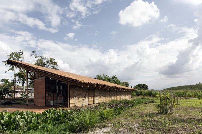 Taller de Confección Amairis, San Isidro, Colombia. Taller Ruta 4<br />Foto Federico Cairoli