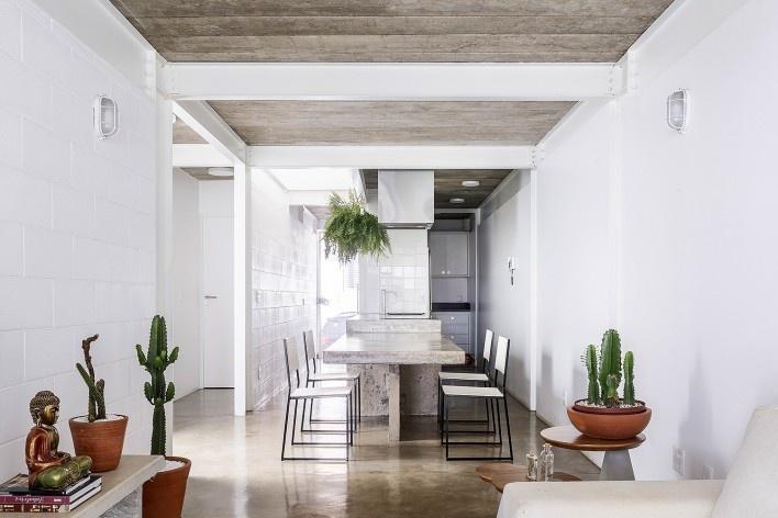 Casa 711H, Brasília, 2017. Arquitetos Daniel Mangabeira, Henrique Coutinho e Matheus Seco<br />Foto Joana França