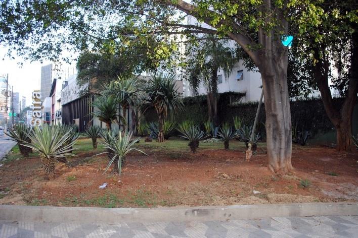 Oficina de desenho urbano MCB, pracinha frontal ao museu, do outro lado da avenida, São Paulo, 2011<br />Foto Eduardo Miller e Felippe Bazani