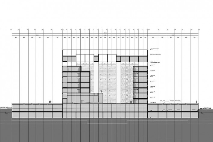 Caja Granada, corte longitudinal, Granada, Andaluzia, Espanha, 2001. Arquiteto Alberto Campo Baeza<br />Imagem reprodução / imagen reproducción  [Website campobaeza.com]