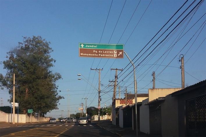 Visitando a Igreja Nossa Senhora de Monte Serrat: chegando em Salto<br />Foto Carolina Rodrigues Cunha