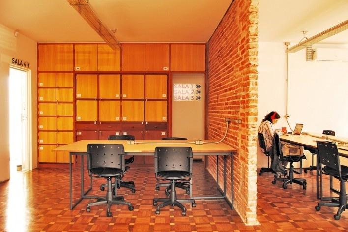 Wikilab Coworking, estações de trabalho, São Carlos, 2016. Arquiteto José Calijuri Hamra<br />Foto divulgação