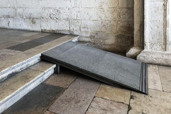 Rampa de acesso ao Mosteiro dos Jerónimos, Lisboa<br />Foto Larissa Scarano, 2018