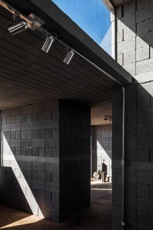 Sede de uma Fábrica de Blocos, Avaré SP Brasil, 2015. Arquitetos André Nunes, Anna Juni, Enk te Winkel e Gustavo Delonero (autores) / Vão Arquitetura<br />Foto Rafaela Netto