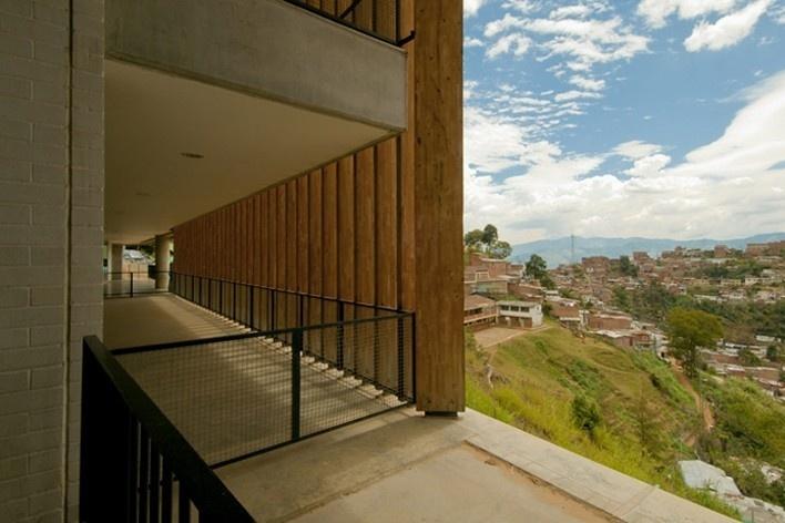 Colegio Santo Domingo Savio. Medellín, Colombia. 2008<br />Foto Felipe Campuzano