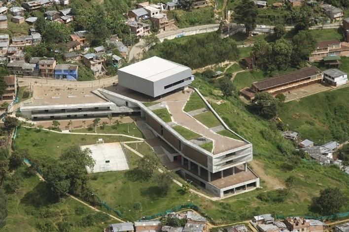 Colegio Santo Domingo Savio. Medellín, Colombia. 2008<br />Foto Luis Adriano Ramírez