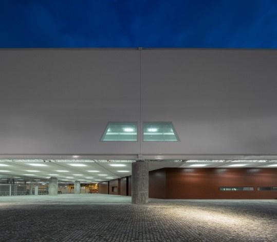 Museu Nacional dos Coches, térreo do pavilhão principal, Lisboa. Arquiteto Paulo Mendes da Rocha, MMBB arquitetos e Bak Gordon arquitetos<br />Foto Fernando Guerra  [FG+SG Architectural Photography]