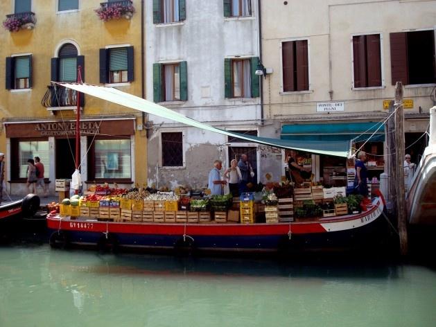 Veneza verdadeira: rica vida cotidiana convivendo com o turismo<br />Foto Michel Gorski
