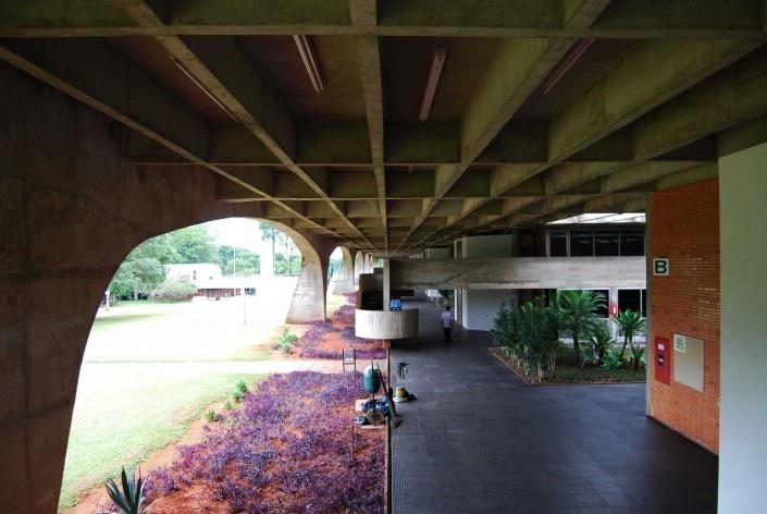 Escola Superior de Administração Fazendária – ESAF, circulação e mezaninos do setor educacional, Brasília DF<br />Foto Daniel Corsi
