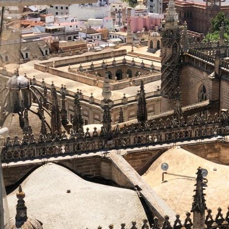 Vista do antigo mercado de comerciantes, ou a Lonja de Sevilha, 1583-1598, que desde 1785 abriga o Archivo de Índias<br />Foto José Lira