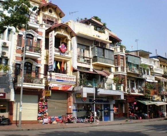 Hanói, edificações na Av. Dinh Tien Hoang<br />Fotos LMBO