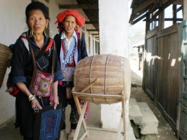 Sapa, vale Muong Hoa: mulheres H'muong e Dzai na escola <br />Foto Lucia Maria Borges de Oliveira