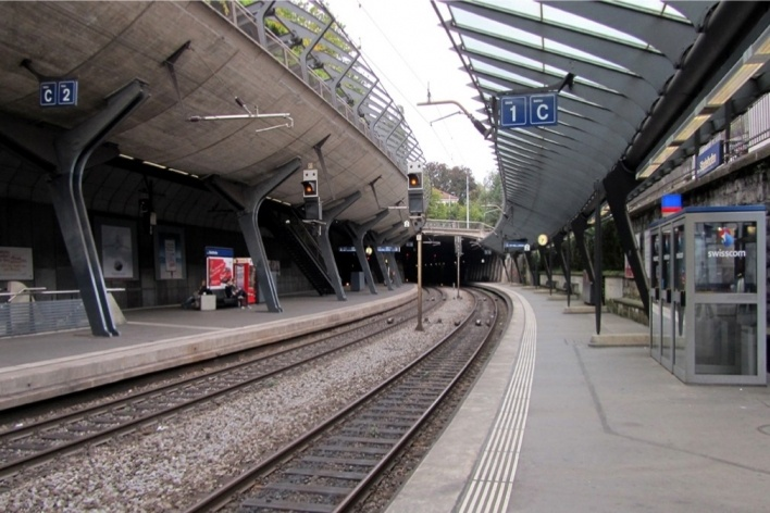 Estação Stadelhofen, estação no nível da rua<br />Foto Gabriela Celani