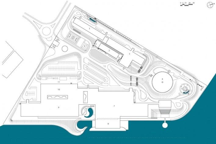 """Sarah Brasília Lago Norte, implantação, Brasília DF. 1. res. médica; 2. centro de pesquisa; 3. centro de estudos; 4. escolinha; 5. playground; 6. anfiteatro/palco flutuante; 7. ginásio; 8. esportes aquáticos; 9. internação; 10. serviço; 11. pátio serviço<br />Divulgação  [LIMA, João Filgueiras (Lelé). """"Arquitetura - uma experiência na área da saúde""""]"""